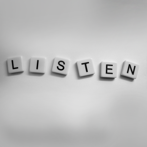 Да слушаш и да чуваш.